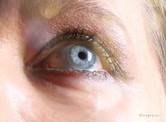 Looking Up ... (MargoLuc) Tags: macromondays redux2017myfavoritethemeoftheyear theme eyes blue eye bokeh look newyear best wishes glitter