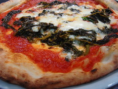 La pizza è patrimonio dell'Unesco!  -  Pizza is a UNESCO heritage! (Cristina 63) Tags: europa europe italia italy campania napoli naples cibo food pizza unesco verde green rosso red bianco white pomodoro mozzarella friarielli tomato