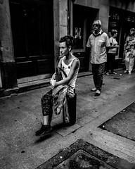_DSF4495 (Antonio Balsera) Tags: bw bn bilbao gente sentada paísvasco españa es