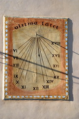 Pour le dernier jour de l'année... ultima latet : cadran solaire de Semur-en-Brionnais (71) (odile.cognard.guinot) Tags: cadransolaire ultimalatet semurenbrionnais saôneetloire bourgogne bourgognefranchecomté