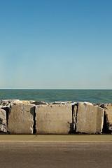 Promenade (Carlo Pedretti) Tags: seascape promenade horizon blocks sunset minimalism minimalphoto minimalphotography dsc2788