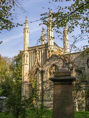 LR London 2017-300088 (hunbille) Tags: birgittelondonoktober20172lr london england nunhead cemetery magnificentseven magnificent seven victorian autumn fall allsaintscemetery all saints chapel grave graves