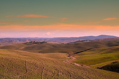 Tuscany. Happy New Year!!! (Enzo Ghignoni) Tags: toscana cielo nuvole colline