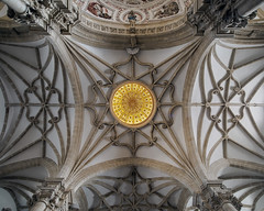 Lucernario (EDU S.G.) Tags: cupula dome lucernario catedral cathedral baeza iglesia church interior inside nave cross crucero ubeda unesco jaen andalusia andalucia españa spain ceiling boveda cruceria gotico gothic renacimiento renaissance nikon d700 sigma dorada golden luz light simetria