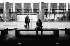 (fernando_gm) Tags: amberes belgica belgium anvers blackandwhite bw blancoynegro gente people person persona calle callejera city ciudad contrast contraste fujifilm fuji 1024mm xt1 monochrome monocromo monocromatico museum museo antwerp
