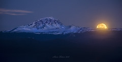 Moonset at South Sister (TierraCosmos) Tags: moon moonset threesistersmountains southsister mountain winter landscape deschutescounty centraloregon oregon bend bessiebutte bluehour
