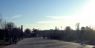 Сквер в центре Ташкента.  The square in the center of Tashkent.