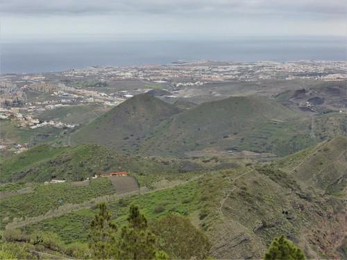 Blick vom Pico de Bandama aus Richtung Krater und Meer , NGIDn1112290557