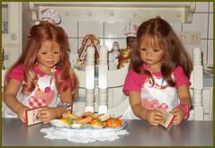 Anne-Moni und Milina in der Weihnachtsbackstube ... (Kindergartenkinder) Tags: kindergartenkinder annette himstedt dolls annemoni milina weihnachten advent backen plätzchen