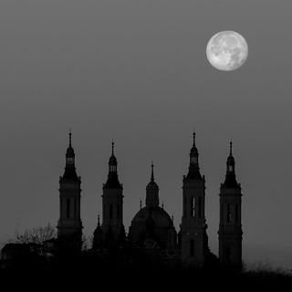 Amanecer a la luz de la luna III