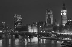 Las luces de la ciudad (Adri T fotografías) Tags: london londres fotografíadelondresenblancoynegro fotografíaenblancoynegro fotografíadeviaje viaje travel recorriendolondres uk