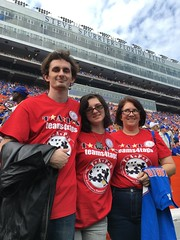 2016_T4T_University of Florida 145 (TAPSOrg) Tags: taps tragedyassistanceprogramsforsurvivors teams4taps gainesville florida universityofflorida football collegefootball salutingthosewhoserve survivors 2016 military outdoor vertical footballfield redshirt group family posed women male