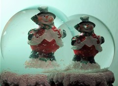Snowmen #Macro Monday #Double exposure (ryorii) Tags: doubleexposure macromonday snowmanball ball snow snowmen snowman
