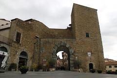 Porta Fiorentina (Matteo Bimonte) Tags: castiglionfiorentino valdichiana toscana tuscany porta architettura portafiorentina citygate