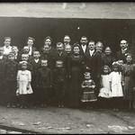 Archiv O407 Familienfoto zur Eheschließung, 1910er thumbnail