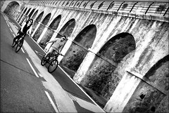 bon week-end (bostankorkulugu) Tags: arch arches bastion bike bikes bastionsaintjaume antibes france frenchriviera cotedazur couple romance
