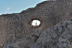 The windmill behind the hole (Adrian Alarcon) Tags: molino molinodeviento muralla agujero castillo consuegra toledo castillalamancha españa windmill wall castle spain