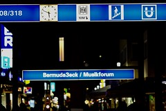 Bochum 2018-40 (lupusalpha) Tags: fuji xt2 xpro2 fujinon fujifilm city night lights light bokeh street streetphotography bochum germany nightlife color nightcolor bigcity ruhrgebiet people illumination christmasmarket centrum colourful available