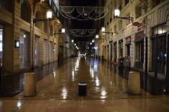 2018-01-05 Rue Sainte Catherine 001 (GaelV8) Tags: bordeaux gironde aquitaine france rue street nuit night lumières lights réflection reflect apple store rain pluie