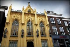 Dans les rues de 's-Hertogenbosch, Brabant-Septentrional, Pays-Bas (claude lina) Tags: claudelina canon paysbas hollande holland nederland brabantseptentrional shertogenbosch boisleduc immeuble building statues néogothique