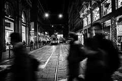 (francesco_if ) Tags: milano street streetphotography natale milan christmas people prospettiva perspective lights luci festa biancoenero blackandwhite bianconero monocrome monocromatico winter night nikon d3