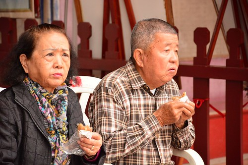 Older couple eating sweets (Taiwan 2018)