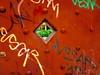 HABÍA EN EL PORTÓN UNA MIRILLA DONDE VEÍAMOS EL AMANECER. (FOTOS PARA PASAR EL RATO) Tags: graffiti cdmx hojas oxido mirilla puerta