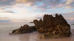 Felsen im Atlanik (AMUMOT) Tags: langzeitbelichtung wasser portugal costavicentina alentejo portocovo gischt wellen nebel dunst sunset