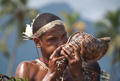 Starting signal (Sven Rudolf Jan) Tags: papuanewguinea alotau canoeandkundufestival conchshell