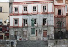Cadix (hans pohl) Tags: espagne andalousie cadix abandonné abandoned houses maisons bâtiments buildings statues façades architecture stairways escaliers