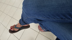 Rekha (IPMT) Tags: toenail sexy toes polish foot feet pedicure painted zoya toenails pedi barefoot red crimson rekha blood rojo vermelho flip flops sandal sandalia pua ocean bean olukai