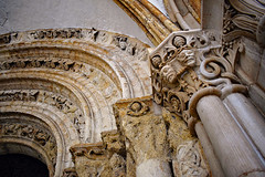 Gargoyles at the Entrance (Jocelyn777) Tags: columns arches sculpture gargoyles architecturaldetails historicbuildings monuments churches templechurch london