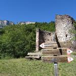 Wegweiser am Schloss Hocheppan thumbnail