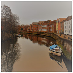 The river Wensum (mibric) Tags: norwich england angleterre river boat tree water sky