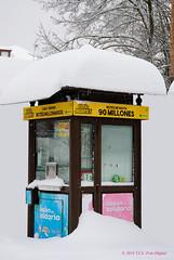 La esperanza de muchos (T.I.G. Foto Digital) Tags: nikon d3000 españa pueblo estancos esperanza invierno elbotedelosmiliones loteria