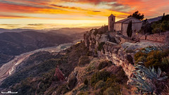 Siurana (www.jorgelazaro.es) Tags: atardecer siurana pueblo sol iglesia barranco rio montaña cornudellademontsant catalunya españa es