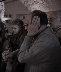 Accorsi (Colombaie) Tags: roma città testacio ketumbar brunch compleanno 80 anni mamma madre famiglia noi parenti festeggiare anzianità ritratto uomo uomini maschio donna femmina mimmo gabriella roberto mano appoggiarsi profilo flute spumante