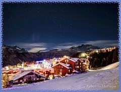 A beautiful clear sky over Courchevel (Fabrizio Malisan Photography @fabulouSport) Tags: luxury skiresort skiresorts resorts landscapephotography berge landschaft landscape travelphotographer travelphotography travelblogger travelguide hotels hotel chalets chalet alpi alps montagnes montagna montagne travel resort mountain night courchevel
