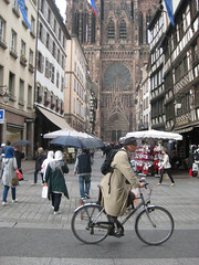 Cathédrale Notre Dame de Strasbourg (PDX Bailey) Tags: cathedrale church bike bicycle people street umbrella