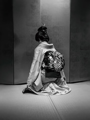 The Dance Begins (Rekishi no Tabi) Tags: gion gionkobu geiko geisha kosen japan kimono obi odori dance traditionaljapaneseculture monochrome leica
