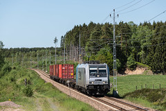 Sprittåget till Åhus (horstebertde) Tags: 185 abb adtranz bombardier cfl cflcargosverigeab container drpoolrailpoolgmbh eisenbahn klv railpool scflscflcargosverigeab schonen skåne traxx jernbane järnväg railway rpool silberblau skånelän schweden se sprittåget