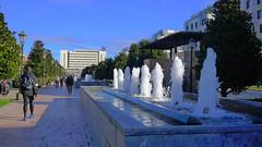 La Losa (Jusotil_1943) Tags: 071217 fuentes oviedo escenas urbanas arboles entrearboles water agua