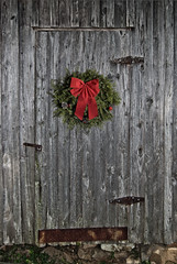 Merry Christmas to All (hutchphotography2020) Tags: barndoor barnwood rottenwood wreath christmaswreath holidays