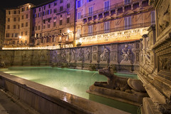 Fonte Gaia, Piazza del Campo - Siena (Italy) (Andrea Moscato) Tags: andreamoscato italia toscana tuscany night notte notturno dark darkness vivid light luci ombre shadow city città centre history historic acqua water fountain fontana freshwater building edificio architecture architettura statue unesco palazzo palace colors pietra stones green yellow red perspective pool wide