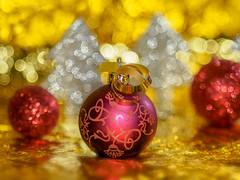 In the mood (Karsten Gieselmann) Tags: bokeh christmas dof gelb gold industar6150mmf28 kunstlicht rot schärfentiefe silber vintagelens weihnachten weihnachtsdekoration xmas artificiallight christmasdecoration golden kgiesel red silver yellow