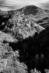 500201801cAPRICALE-4-Modifica (GIALLO1963) Tags: ze landscape villages hills medioevalvillages blackandwhite mountains apricale europe italy liguria carlzeiss milvus2100m zeiss canoneos5ds landscapes architecture