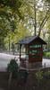 Kiosco de La Chucha (Jusotil_1943) Tags: 171117 caseta quiosco parque oviedo papelera