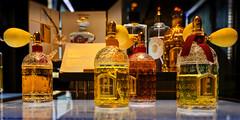 Mon précieux Nectar de Guerlain, Paris (L'Abominable Homme de Rires) Tags: parfun paris galerieslafayette parfumerie luxe couleur dxo photolab lightroom canon5d 5dmkiii 2470mmf28 flacon guerlain