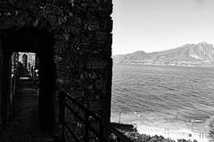 Gardasee (jazzfoto.at) Tags: sw bw schwarzweiss blackandwhite blackwhite noirblanc biancoenero blancoynegro italien italia italy italya itálie italië urlaub feriado vakantie dovolená vacation vacances sony sonyrx100m3 rx100m3 rx100miii sonyrx100iii sonydscrx100iii dscrx100iii pretoebranco