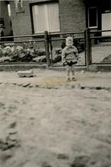 Renkum Leeuwenstraat 20 aanleg riolering 1956 Foto Fam Mulder Collectie Alfons Mulder Echos 2016 3 (Historisch Genootschap Redichem) Tags: renkum leeuwenstraat 20 aanleg riolering 1956 foto fam mulder collectie alfons echos 2016 3